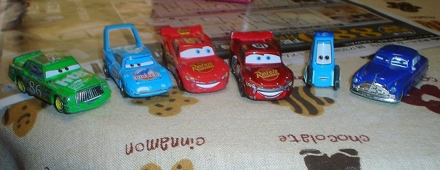おもちゃの車.jpg