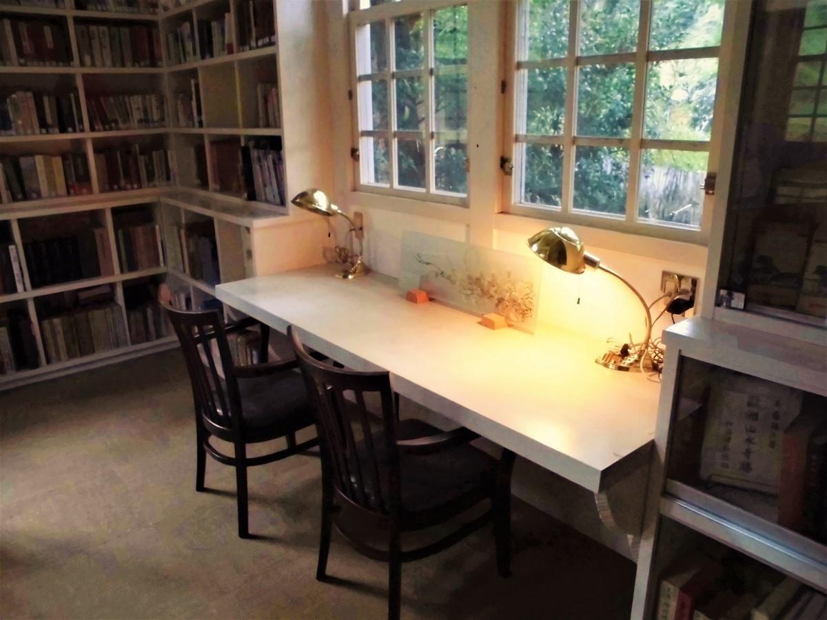 森の中の図書館�N.jpg