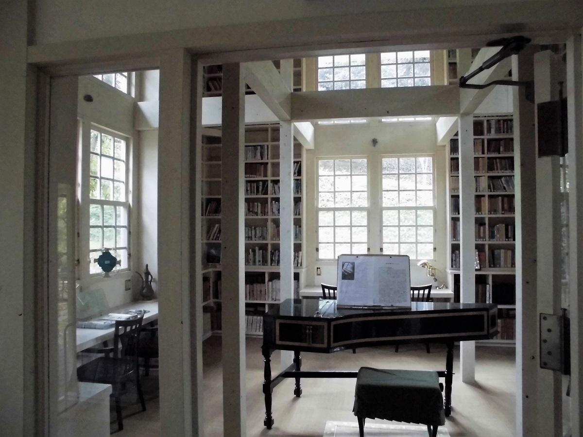 森の中の小さな図書館�D.jpg
