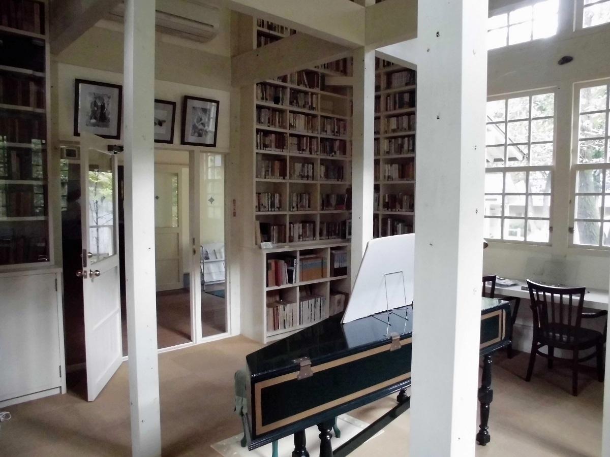 森の中の小さな図書館�E.jpg