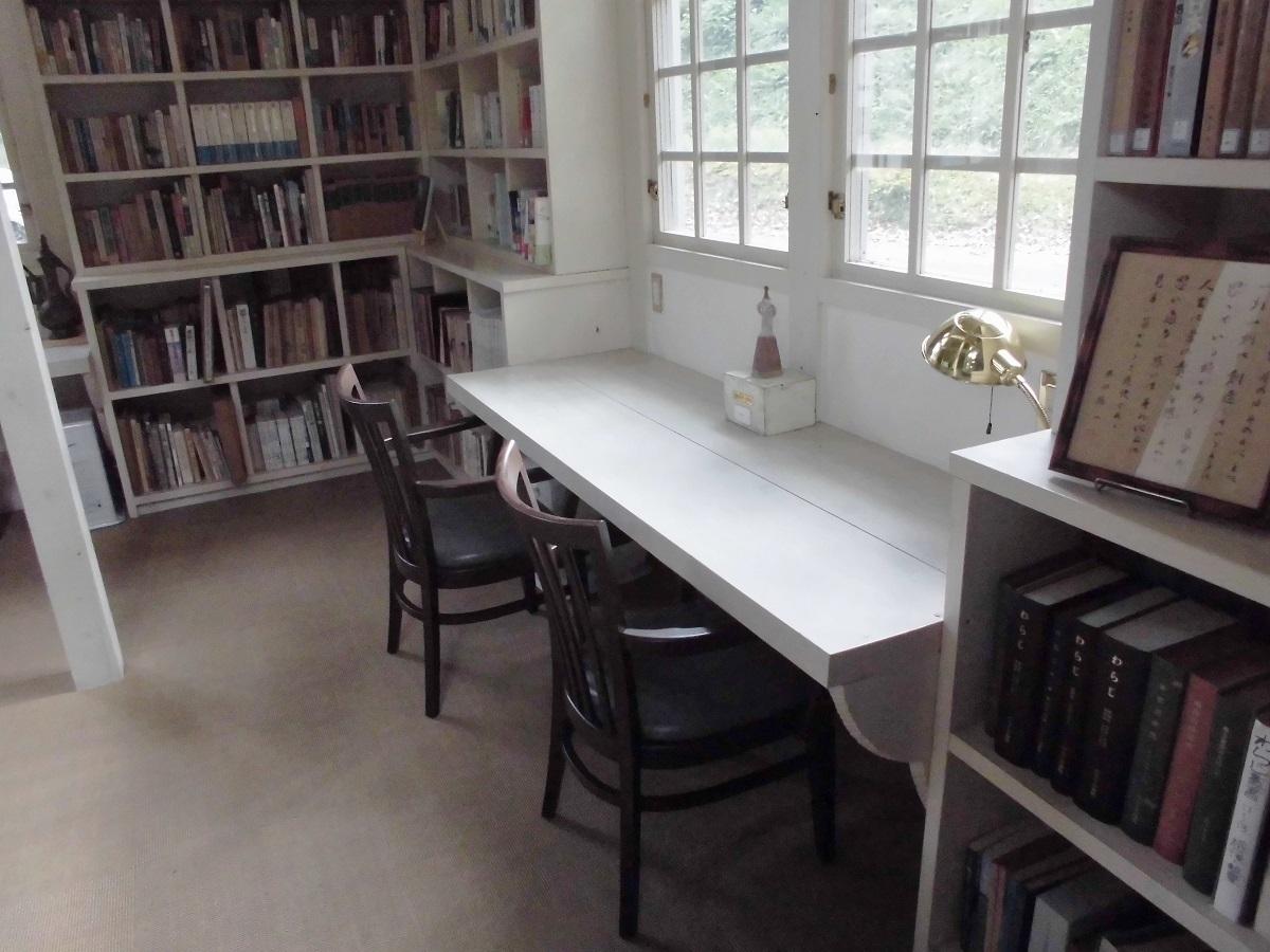 森の中の小さな図書館�F.jpg