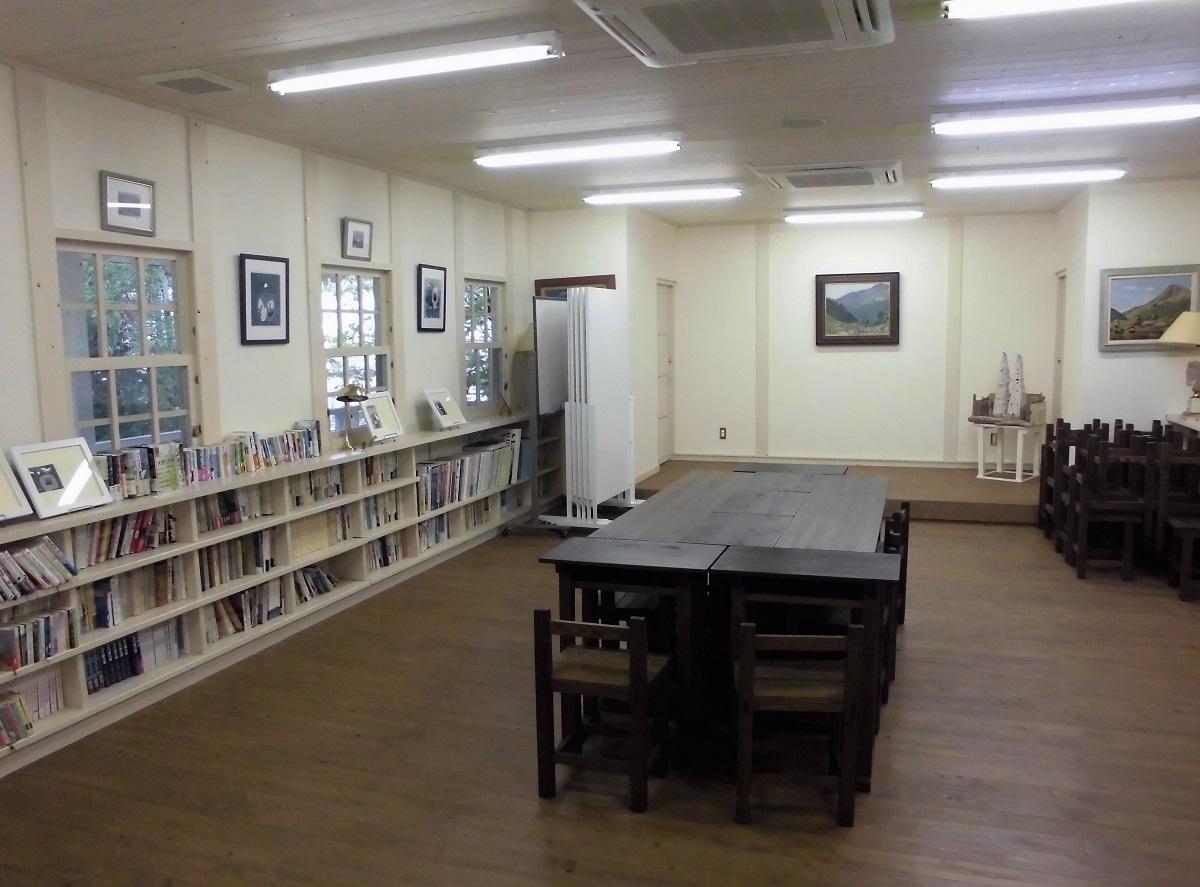 森の中の小さな図書館�H.jpg