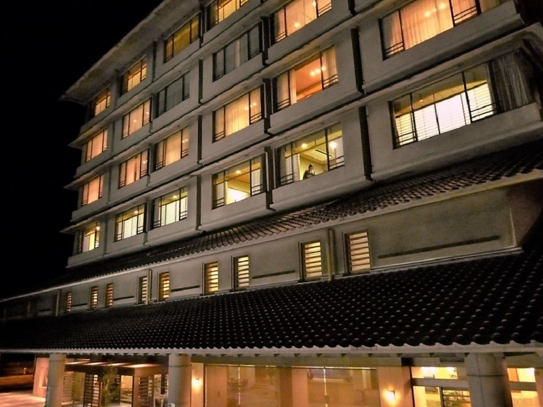 kawatana grand hotel.jpg