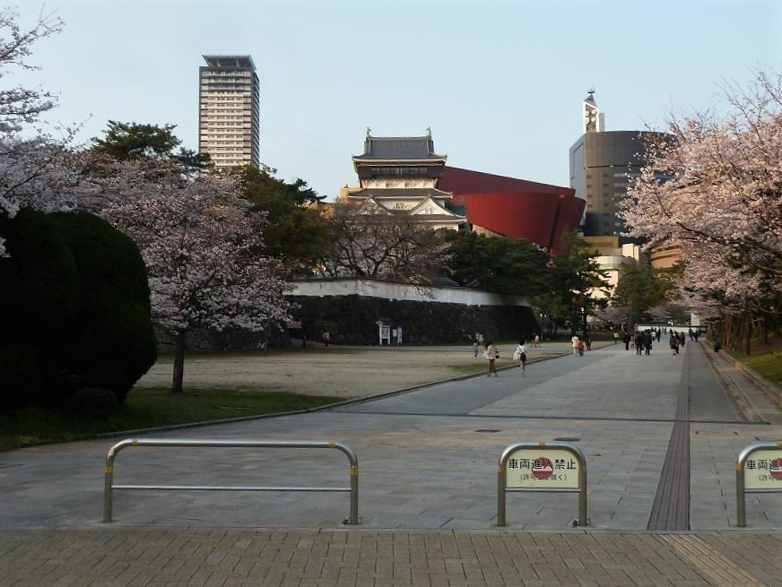 kokura castle.jpg