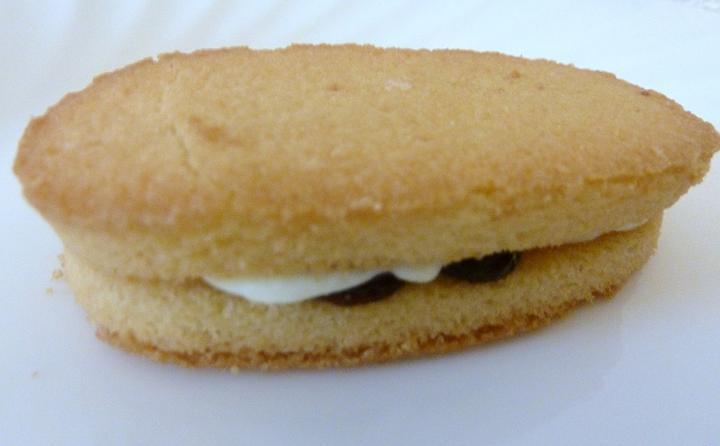 raisin sandcake2.jpg
